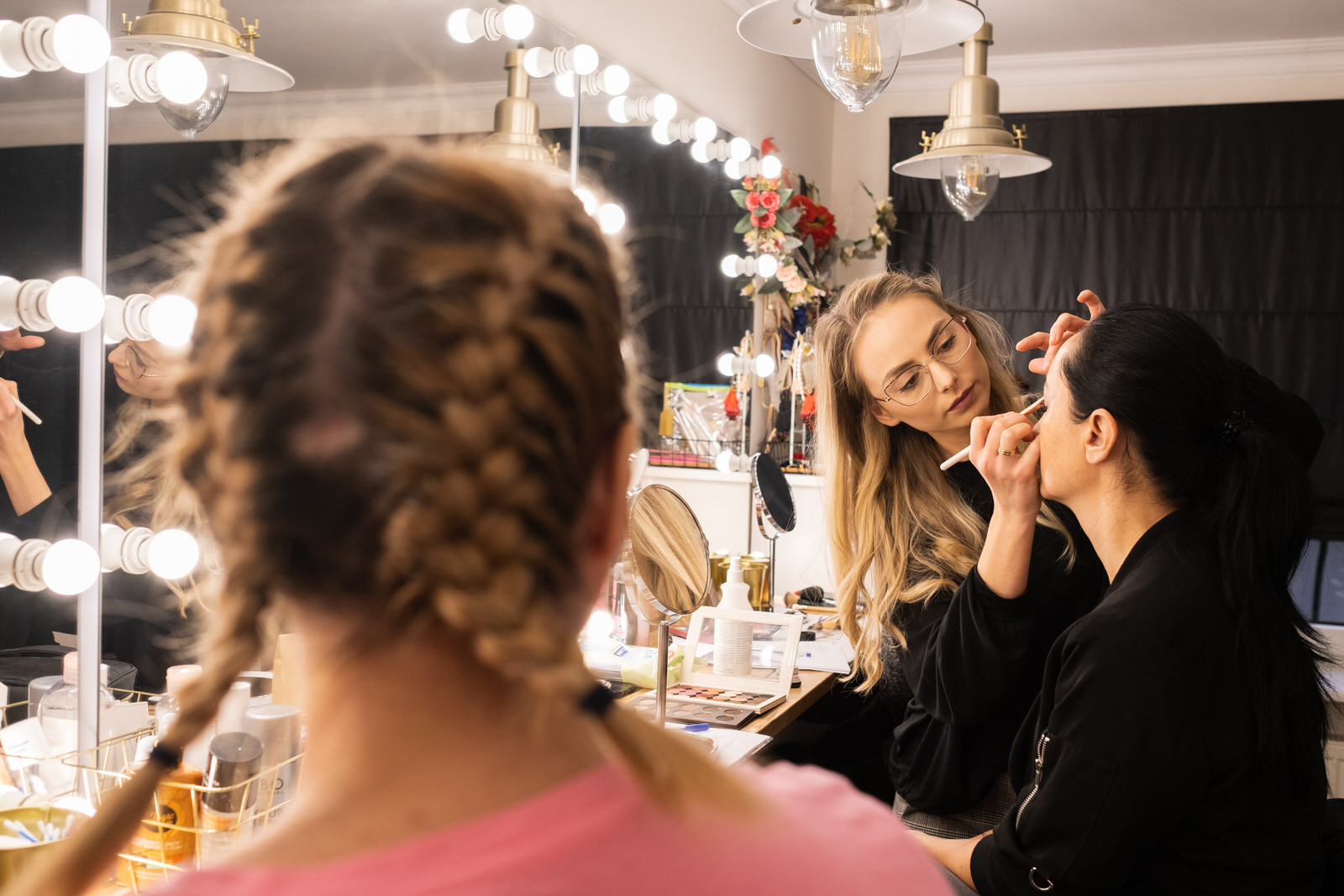 Grupowe szkolenia z makijażu na potrzeby własne